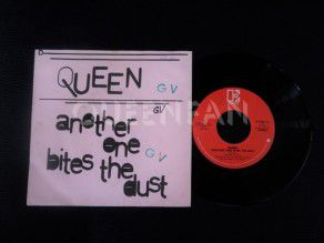 "7"" Vinyl single Queen Another one bites the dust (Belgium) Pink"