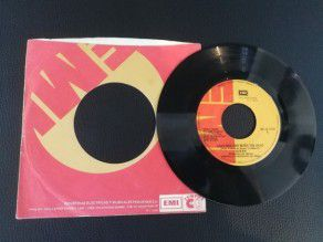 "7"" Vinyl single Queen Another one bites the dust (Peru)"