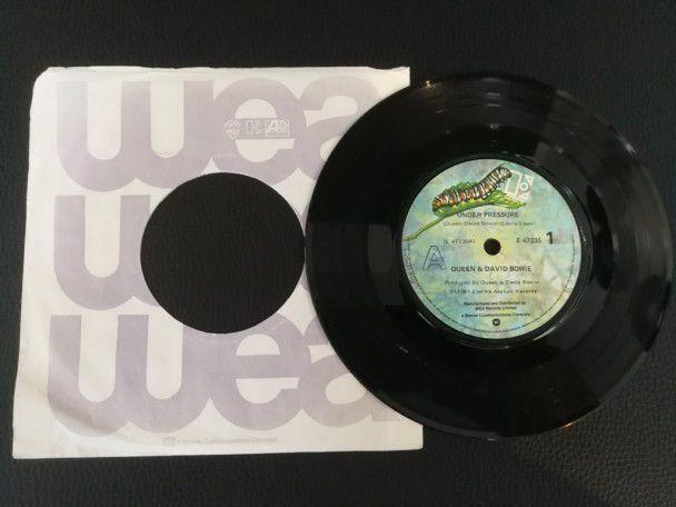 "7"" Vinyl single Queen and David Bowie Under Pressure (New Zealand)"