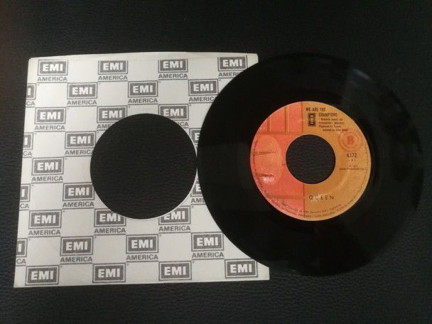 "7"" Vinyl single Queen We are the..."