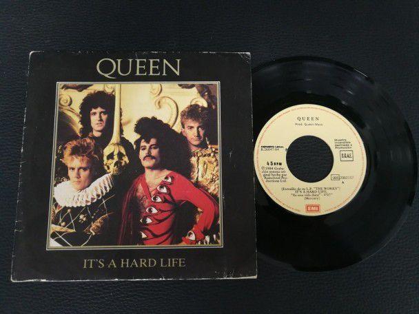 """7"""" Vinyl single Queen It's a hard..."""