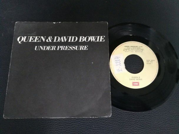 "7"" Vinyl single Queen and David Bowie..."