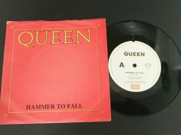 "7"" Vinyl single Queen Hammer to fall..."