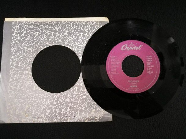 "7"" Vinyl single Queen Breakthru (Canada)"