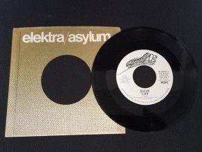 """7"""" Vinyl single Queen Liar..."""