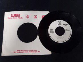 """7"""" Vinyl single Queen Play..."""
